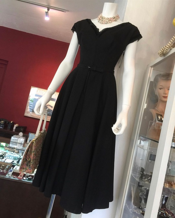 ♥Circa 1950's black cotton dress with full skirt♥