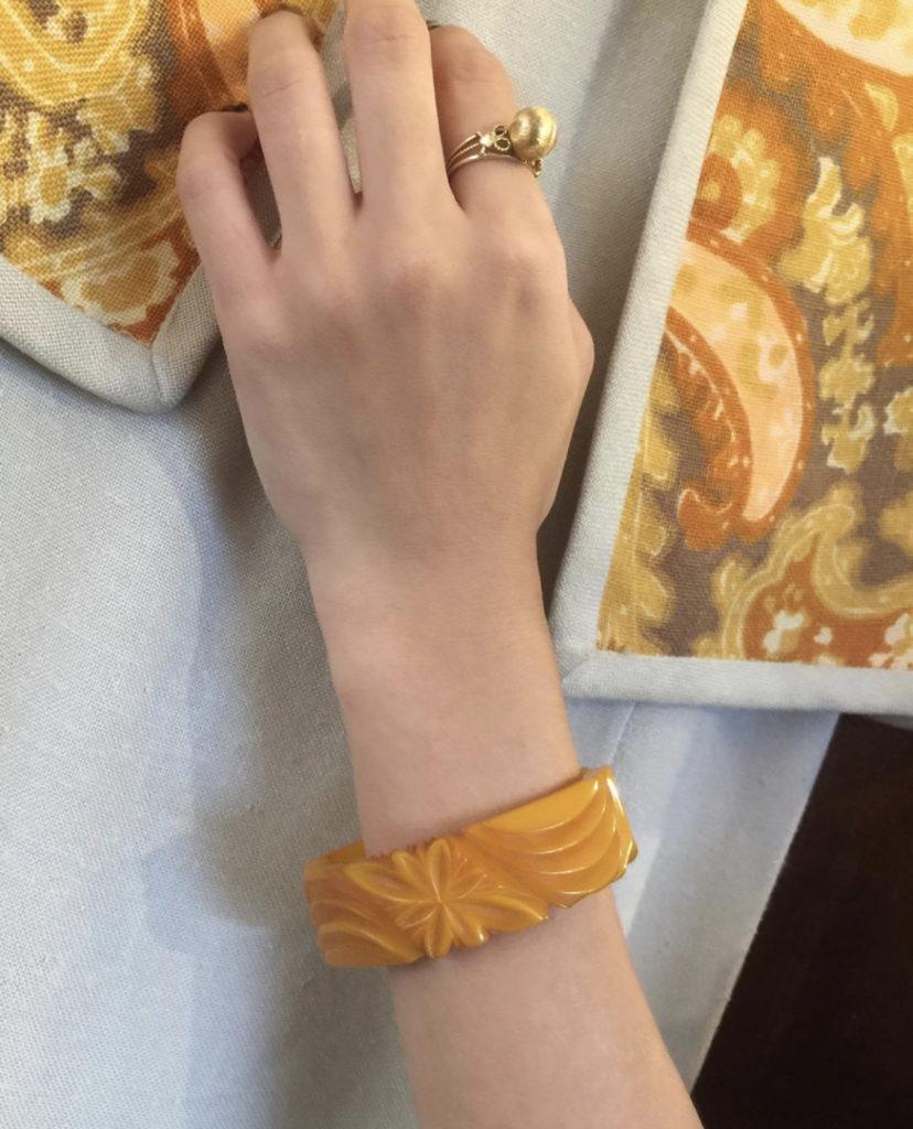 ★Vintage bakelite hinge bracelet.★