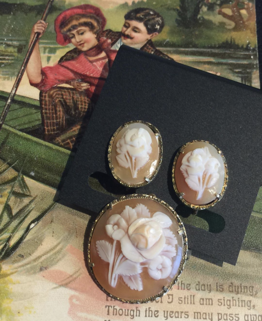 ♥Let the romance begin. Vintage floral cameos for White Day!♥